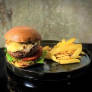 Metropolita Roma | Burger di manzo Italiano con bun del Forno Roscio